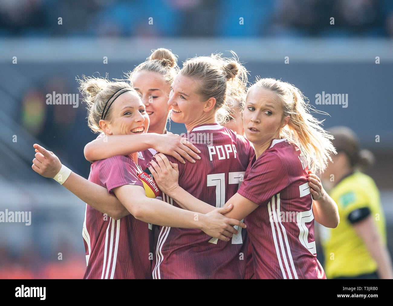 Paderborn, Germany. 09th Apr, 2019. Alexandra POPP (GER / withte) After goal to 1: 1, left to right Svenja HUTH (GER), Alexandra POPP (GER), Turid KNAAK (GER) National Team Women Friendlies, Germany (GER) - Japan (JPN), on 09.04.2019 in Paderborn / Germany. | Usage worldwide Credit: dpa picture alliance/Alamy Live News - Stock Image