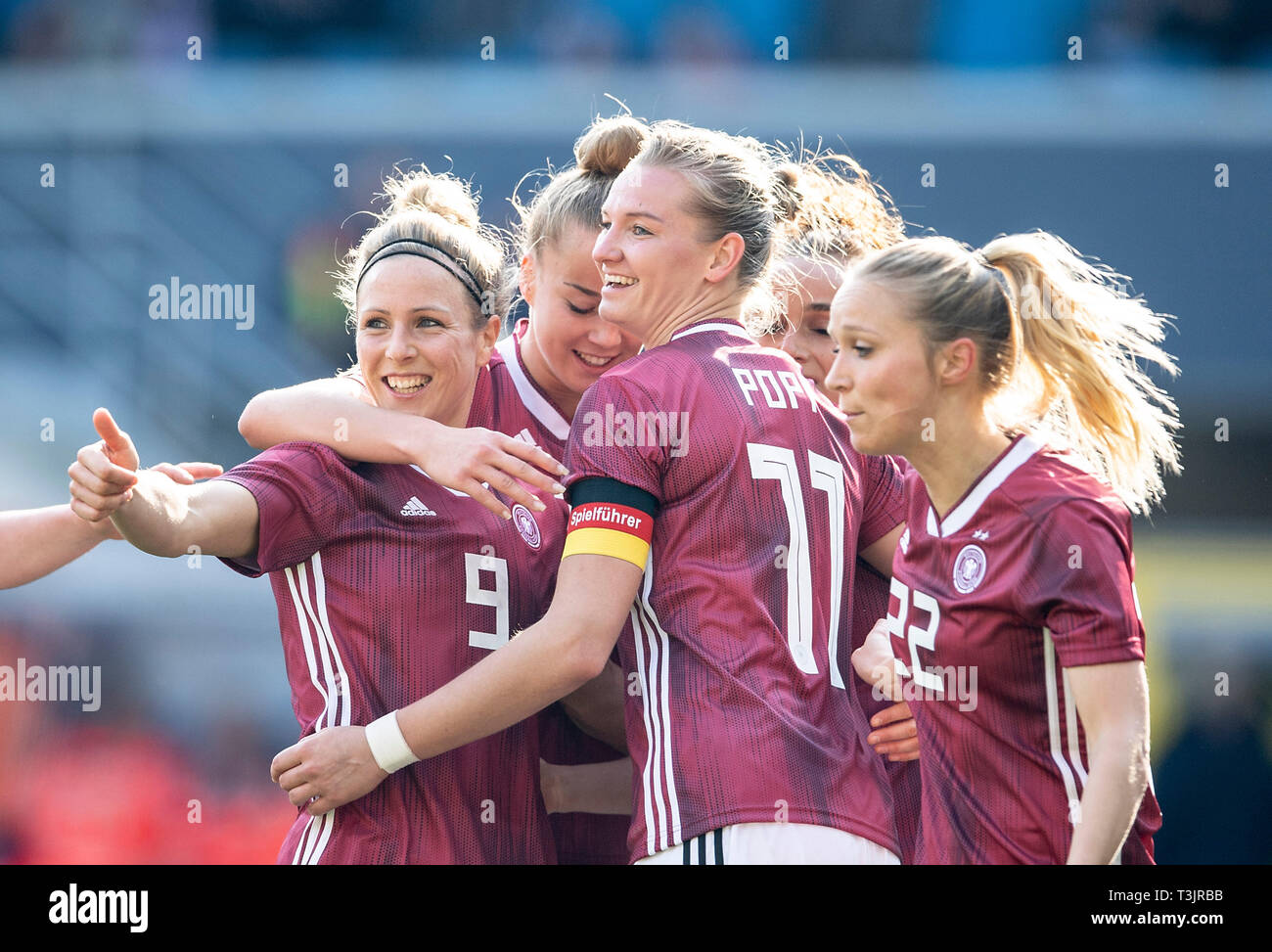 Paderborn, Germany. 09th Apr, 2019. Alexandra POPP (GER / withte) after goal to 1: 1, left to right Svenja HUTH (GER), Giulia GWINN (GER), Alexandra POPP (GER), Turid KNAAK (GER) National Team Women Friendly Match, Germany (GER) - Japan (JPN) 2: 2, on 09/04/2019 in Paderborn / Germany. | Usage worldwide Credit: dpa picture alliance/Alamy Live News - Stock Image