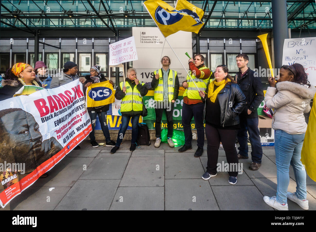 London, UK. 10th April 2019. Campaigners at the government department for Business, Energy and Industrial Strategy (BEIS) show solidarity with catering workers at the end of their three day strike for a living wage and decent terms and conditions. The workers are on poverty pay, outsourced by BEIS to Ararmark who have responded with threats of redundancies. Many  are also struggling financially because of their employer withholding of some of their pay following a change to their pay cycle. Credit: Peter Marshall/Alamy Live News - Stock Image