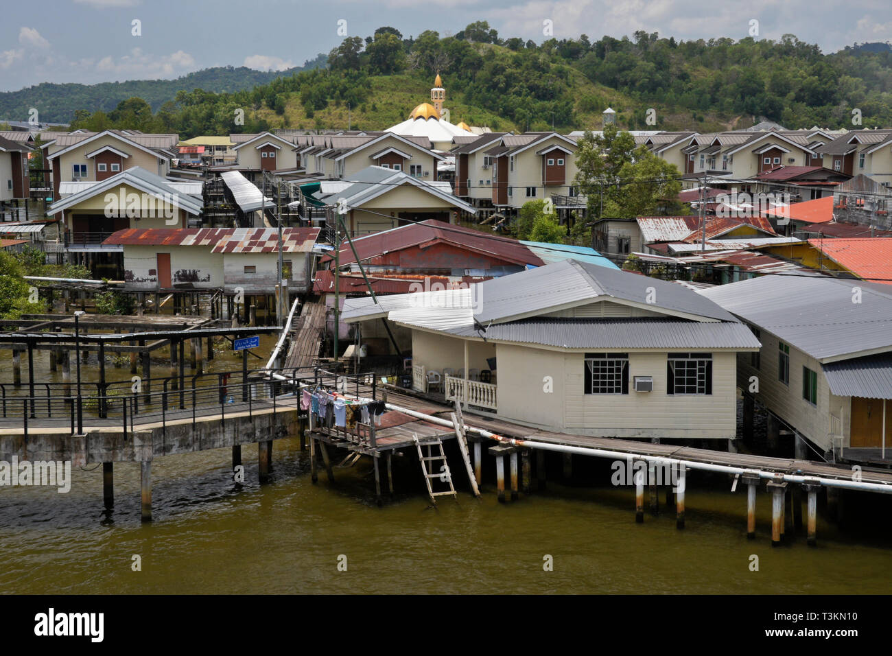 Kampong (Kampung) Ayer water village on Brunei River, Bandar Seri Begawan, Sultanate of Brunei - Stock Image