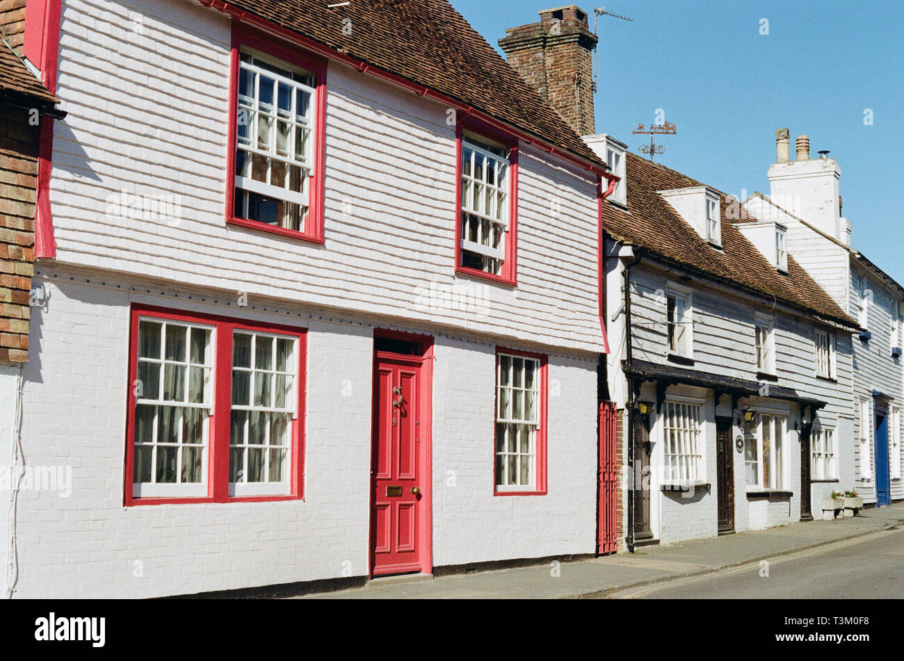 Old weatherboarded houses along Mount Street, in the historic town of Battle, East Sussex, UK, in the heart of 1066 country - Stock Image