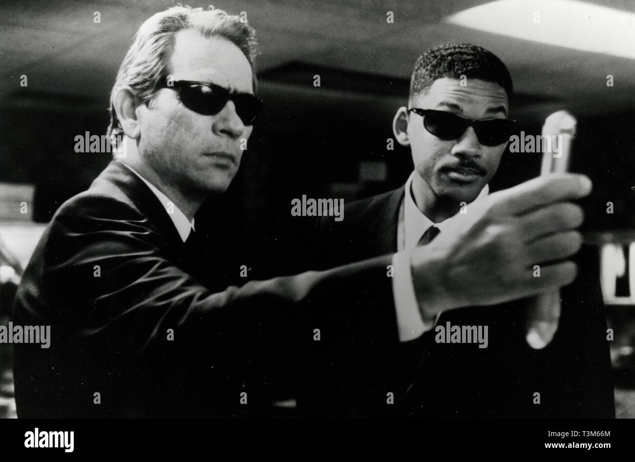 Tommy Lee Jones And Will Smith In The Movie Mib Men In Black