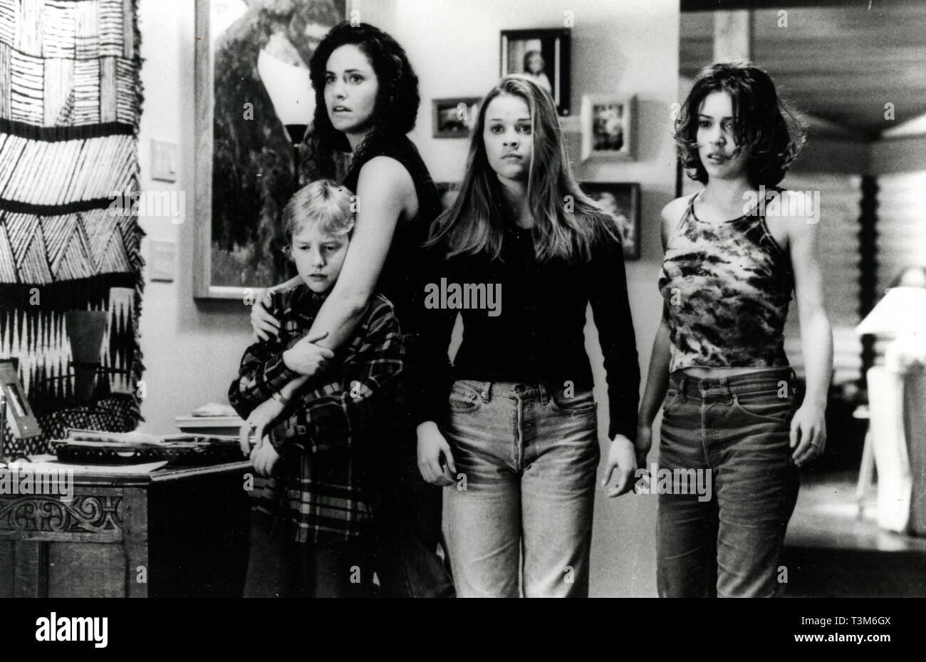 Amy Brenneman Reese Witherspoon And Alyssa Milano In The Movie Fear 1996 Stock Photo Alamy