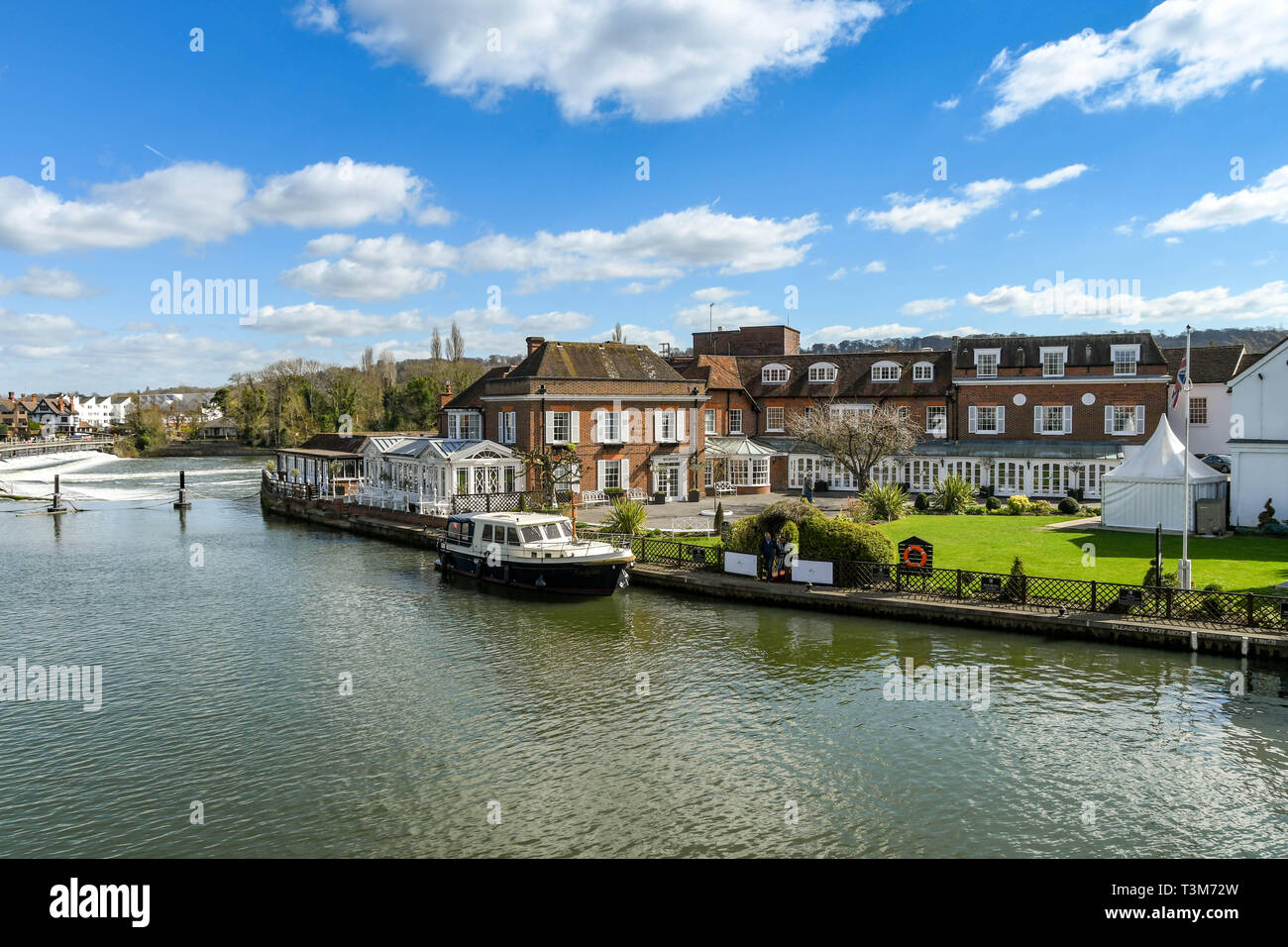 MARLOW, ENGLAND - MARCH 2019: The Compleat Angler hotel on the River Thames in Marlow with a motor boat moored alongside. Stock Photo