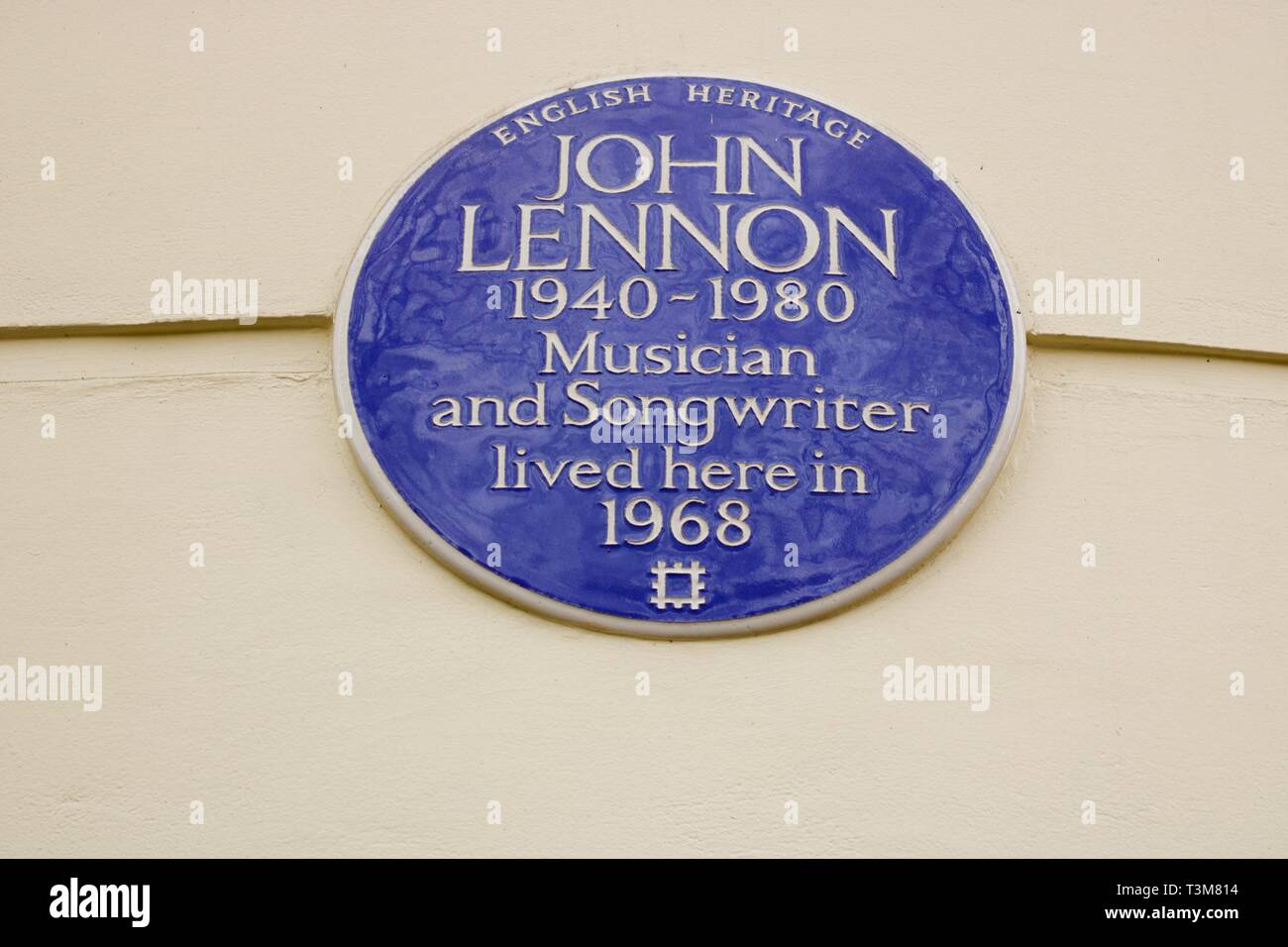 English Heritage blue plaque indicating the former home of John Lennon member of The Beatles pop group - Stock Image