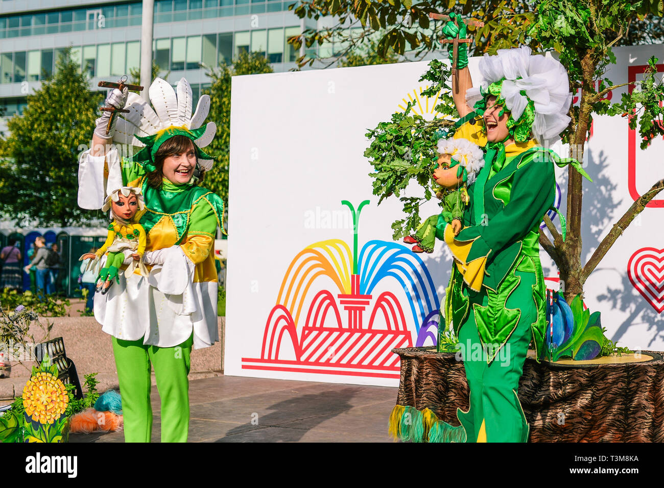 Russia, city Moscow - September 6, 2014: Puppet actors play show on the street. Puppets in the hands of professional actors. Entertainment - Stock Image