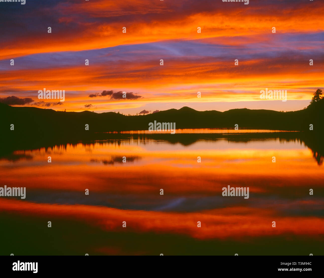 USA, Colorado, Arapaho National Forest, Sunset ignites the sky over Echo Lake.. - Stock Image
