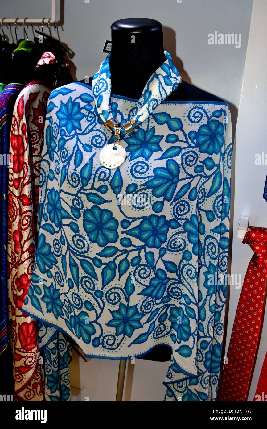 0b31b2f0448a3e Selling silk blouse - Jorge Chavez airport in LIMA. Department of Lima.PERU  -