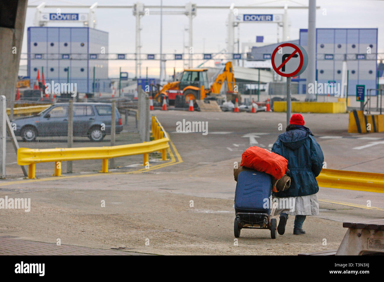 An asylum who is sleeping rough walks towards the port with his belongings. Dover, UK. 06/12/2005 - Stock Image