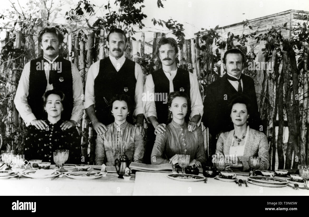 Michael Madsen, Kevin Kostner, Linden Ashby, David Andrews, Catherine O'Hara, Mare Winningham, Allison Elliott and Jo Beth Williams in the movie Wyatt Earp, 1994 - Stock Image