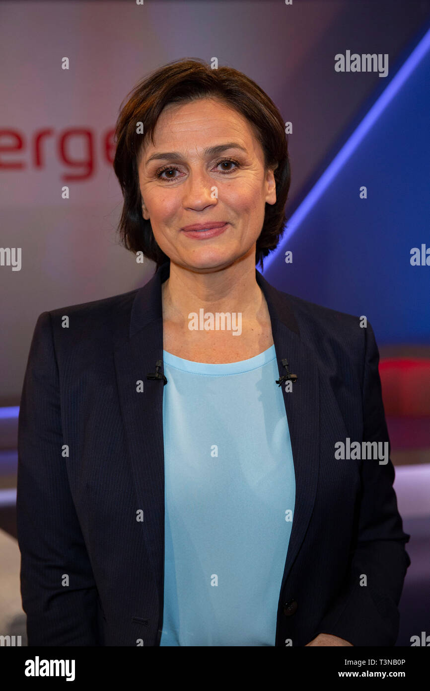 Sandra Maischberger in der ARD-Talkshow maischberger im WDR Studio BS 3. Köln, 10.04.2019 Stock Photo