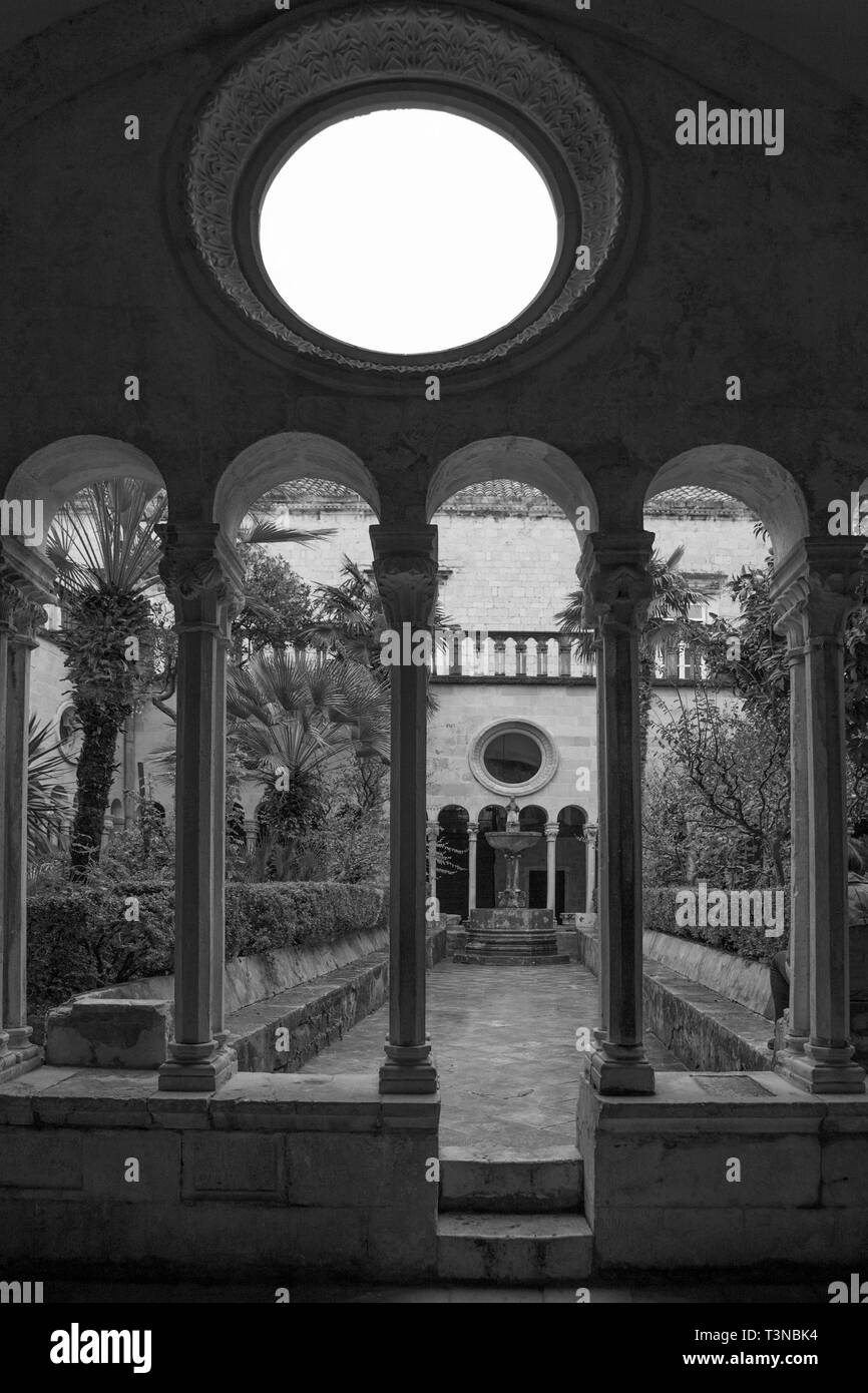 The cloister of the Franciscan Monastery, Stradun, Dubrovnik, Croatia.  Black and white version - Stock Image