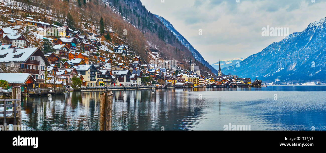 Lakeside panorama of Hallstatt with a view on its colorful houses and tall belfries, stretching along the bank of Hallstattersee lake and covering the Stock Photo