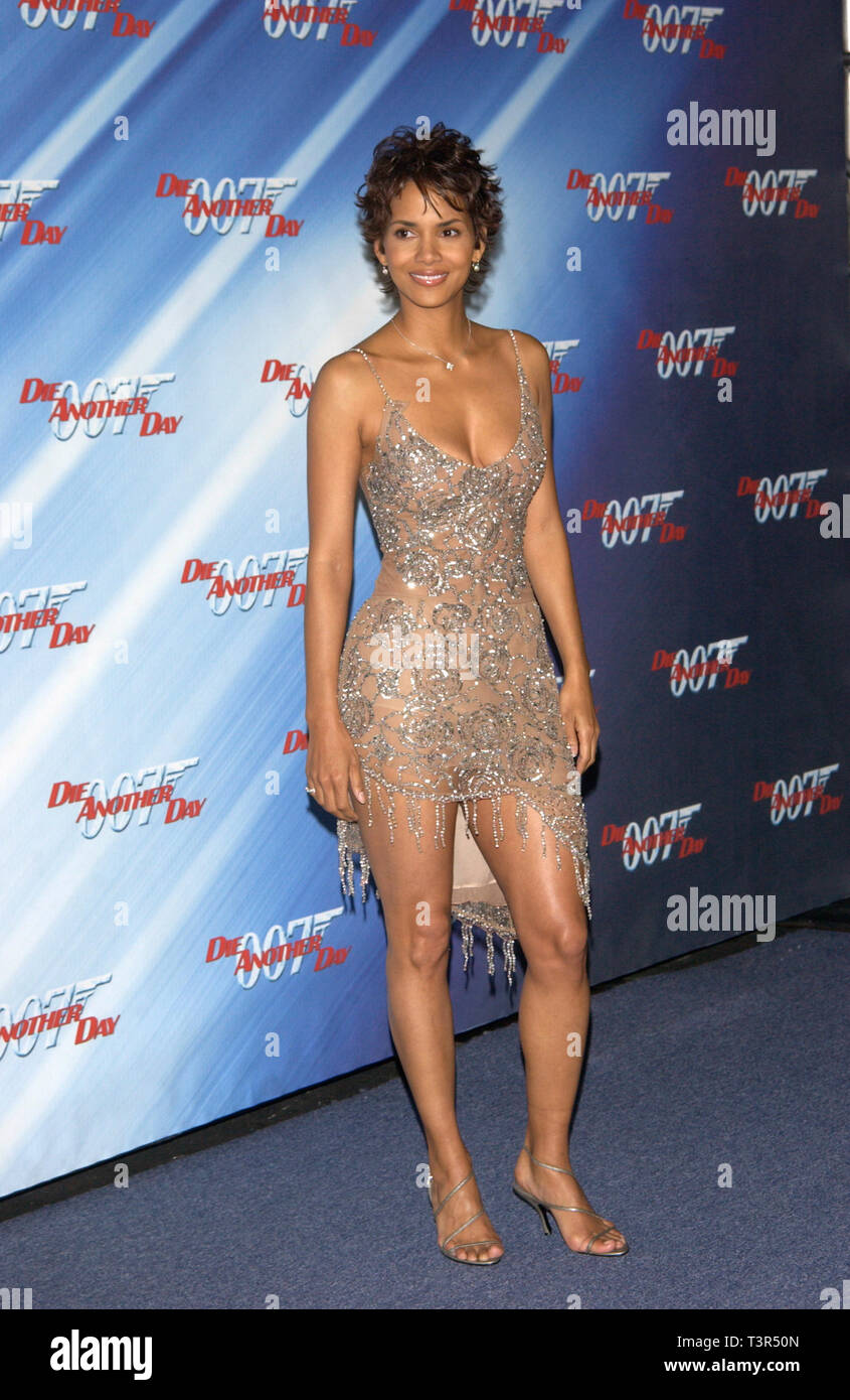 Halle Berry James Bond High Resolution Stock Photography ...