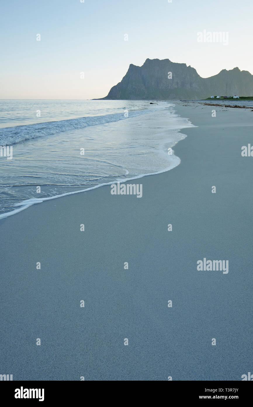 The empty sandy Uttakleiv Beach – Vestvågøy Lofoten Islands, Nordland Norway - Stock Image
