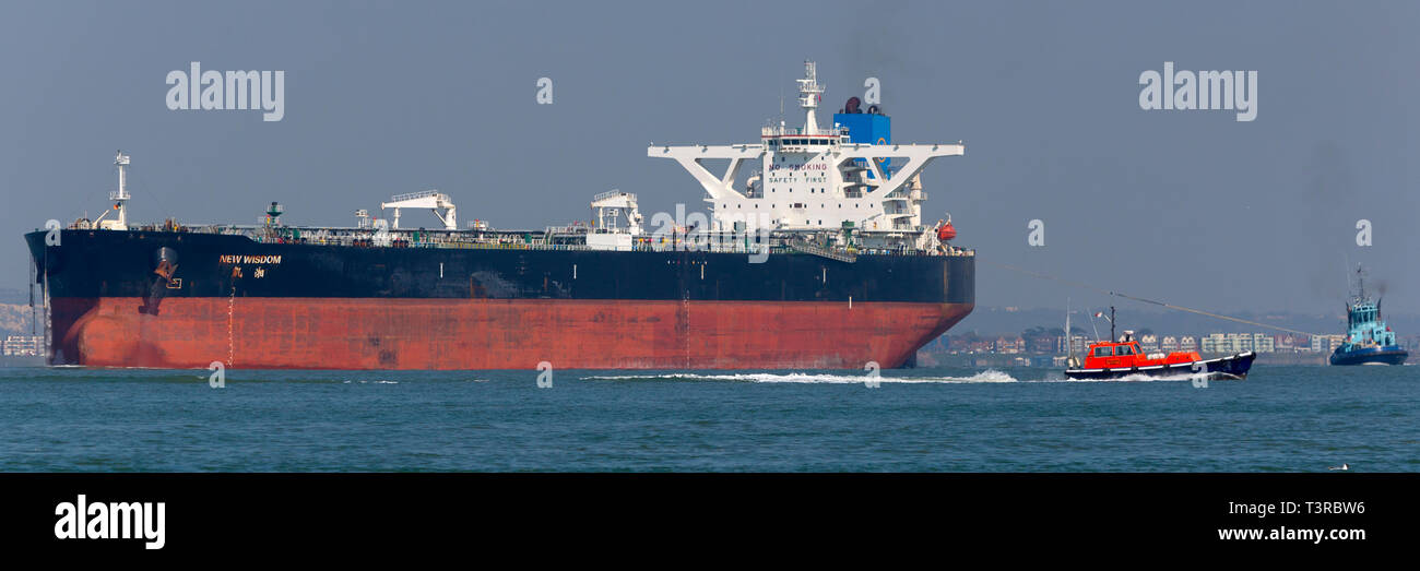 New Wisdom,registered,Chemical,Southampton,services,port,towing,Tanker,Oil,Refinery,Fawley,The Solent,fossil,global,change,warming,tow,assistance,Tug, Stock Photo