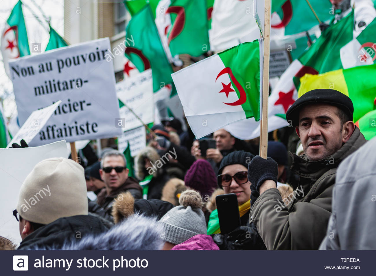 Nearly 2,000 people with flags and placards moved, during the demonstration of the Algerian diaspora demanding the departure of President Bouteflika.  - Stock Image