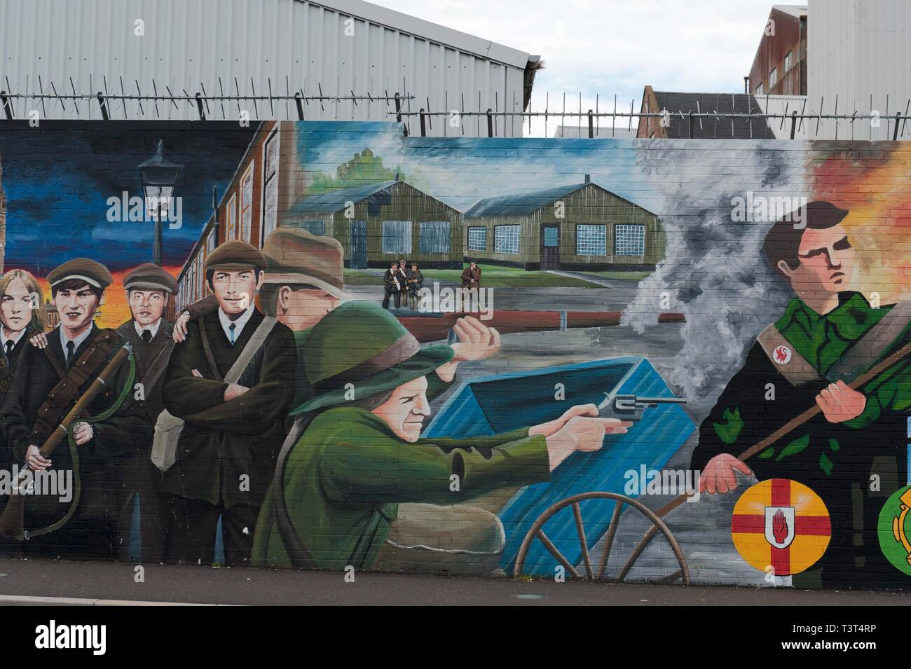 Paddy shoots, political graffiti at wall in West Belfast reminding of civil war between Protestants and Catholics, Belfast, County Antrim, Northern - Stock Image