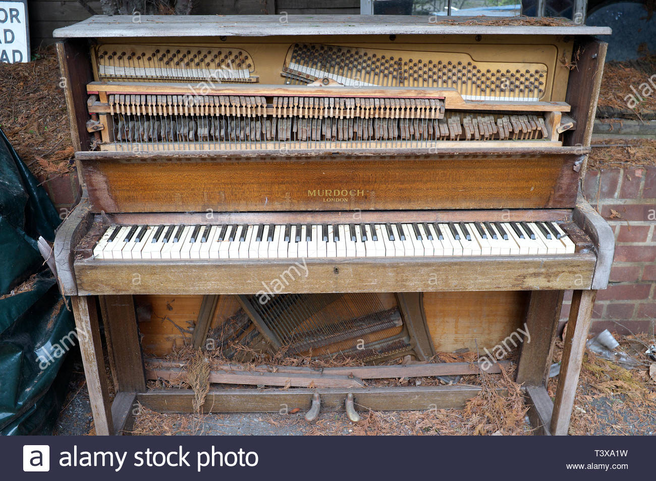 An old forlorn upright piano left outdoors, to be exposed to the elements. London, UK. Stock Photo