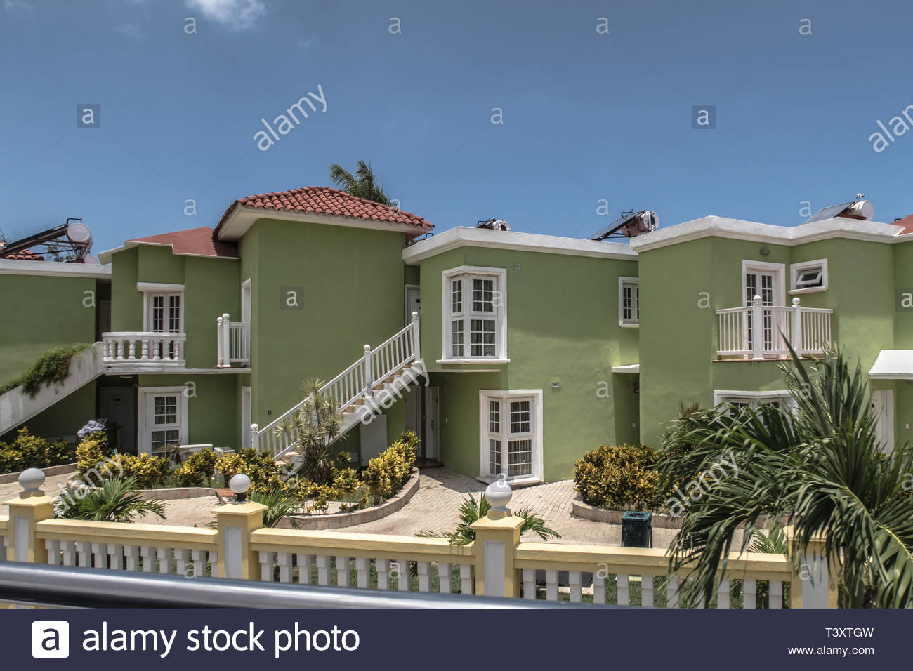 May 2017, Havana, Cuba. Residential neighbourhoods for the emerging middle class are slowly emerging in Havana. Mai 2017, La Havane, Cuba. Des quartie - Stock Image