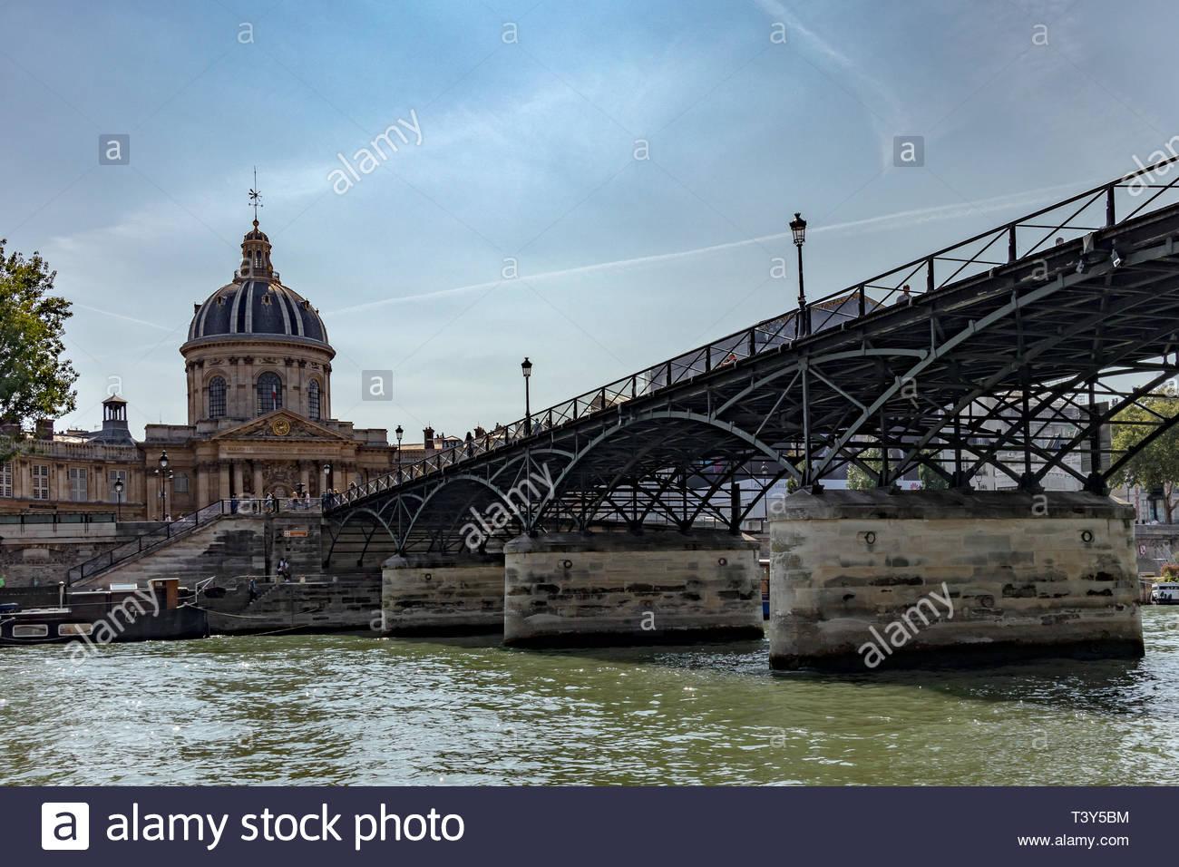 The Pont des Arts and the French Academy, from the Seine. August 28, 2018, Paris, France. Le Pont des Arts et l'Académie Française, depuis la Seine. 2 Stock Photo