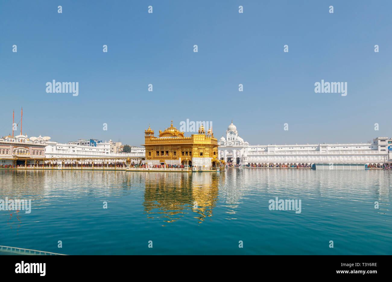 Golden Temple of Amritsar, pool and the Causeway (Sri Harmandir Sahib, Darbar Sahib), the holiest pilgrimage site of Sikhism, Amritsar, Punjab, India - Stock Image