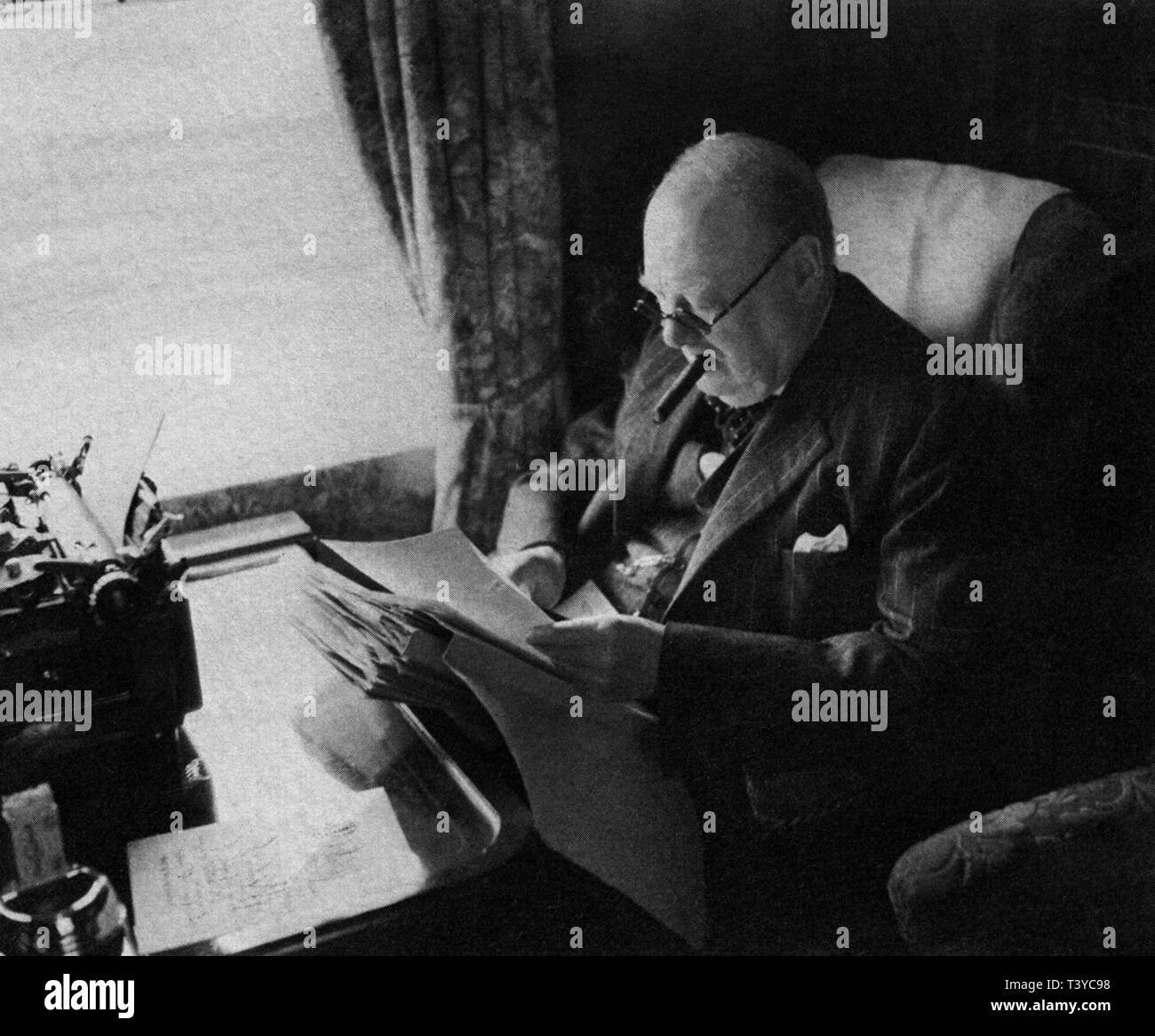 Winston Churchill travelling by train in Canada, August 1943 - Stock Image