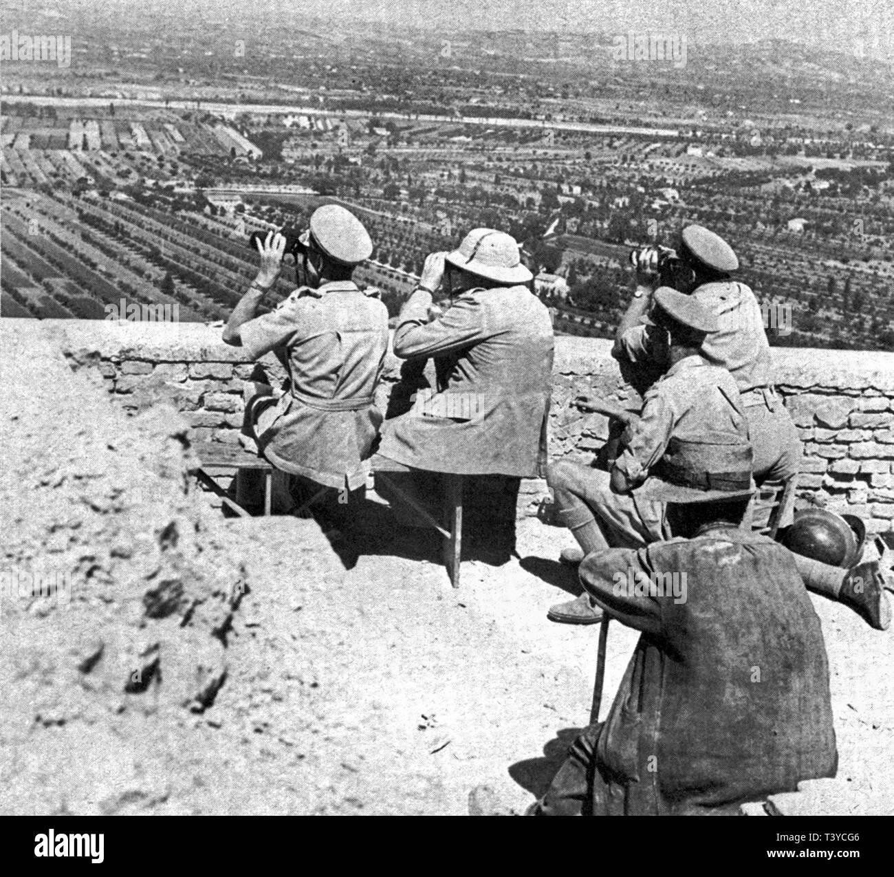 Winston Churchill at the front of the Italian campaign near Monte Maggiore. August 1944 - Stock Image