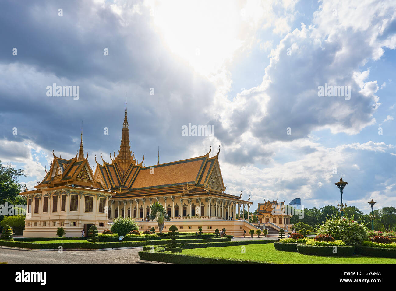 The Throne Hall (Preah Tineang Tevea Vinnichay Mohai Moha Prasat) and Norodom Sihanouk Museum (Damnak Chan) at the Royal Palace, Phnom Penh, Cambodia. Stock Photo