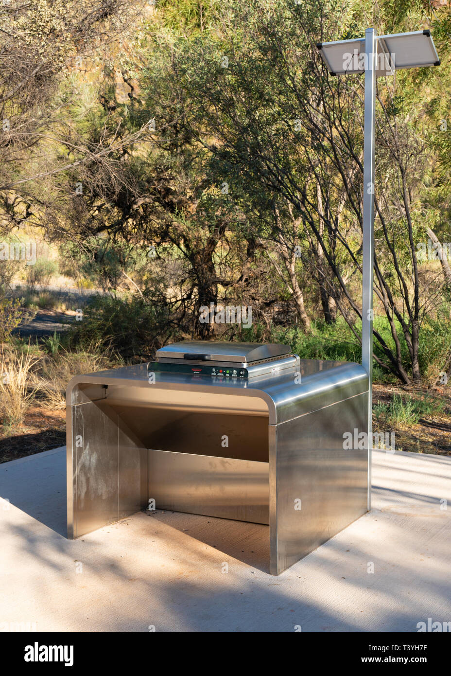 Free public solar electric BBQ in the West MacDonnell Ranges in NT outback Australia - Stock Image
