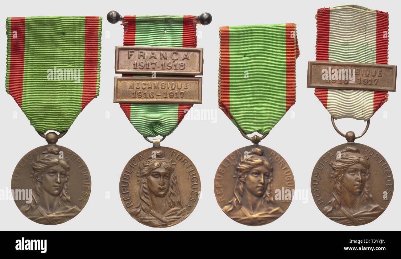 Quatre médailles de Campagne de 1916, avec barrettes 'Franca 1917/1918 - Moncanbique 1916/1917 - Moncanbique 1916/1917', Additional-Rights-Clearance-Info-Not-Available - Stock Image