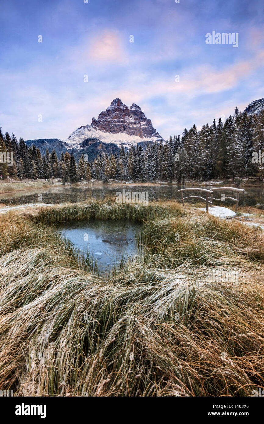 A view at sunrise of Lake Antorno, a small pond in the Dolomites of Ampezzo, surrounded by some of the best looking mountains of the world, such as Tr - Stock Image