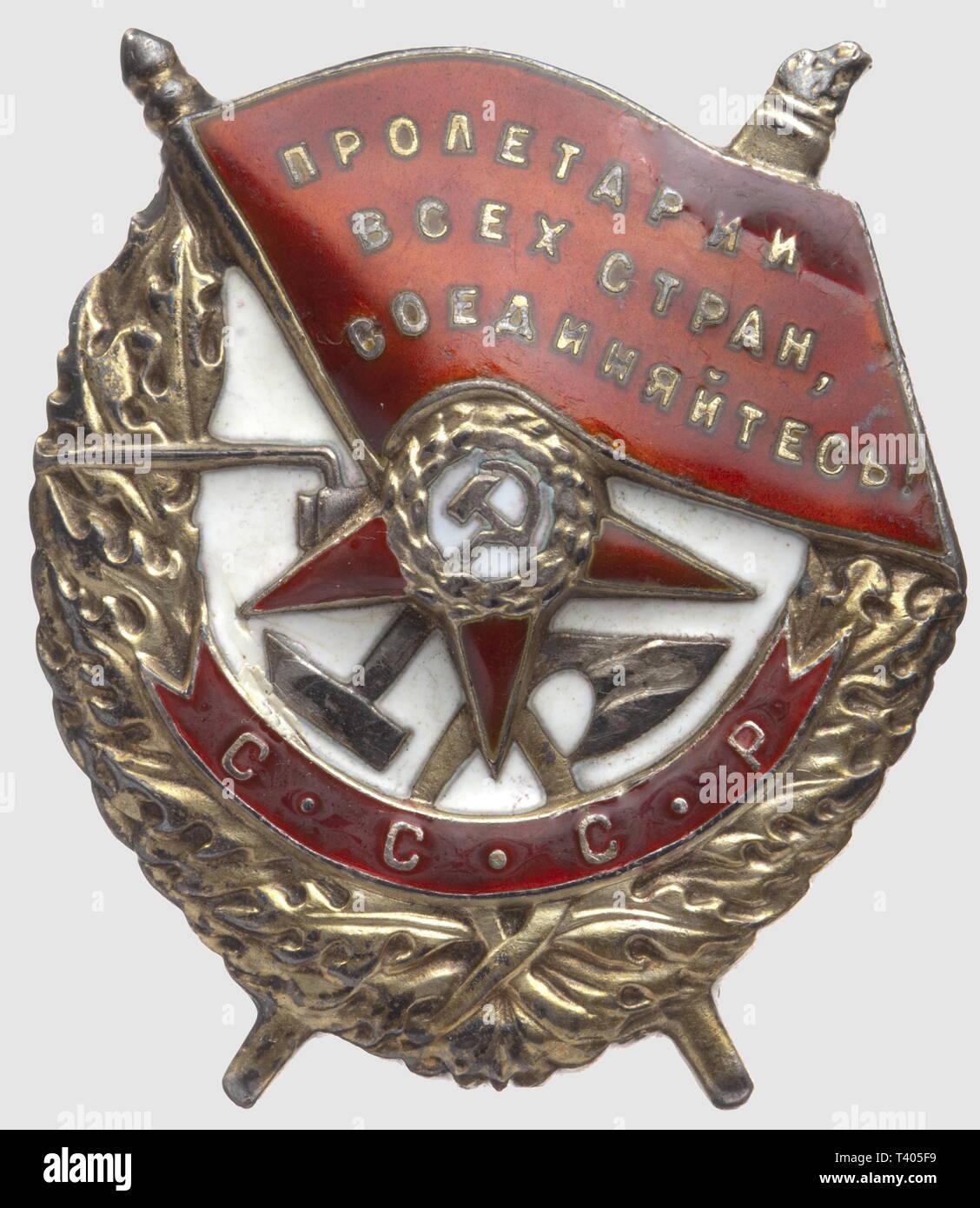 """Ordre du Drapeau Rouge, badge modèle 1941, de fabr. """"Monetnij Dvor"""", no. 28801, diamètre 48 x 35mm, Additional-Rights-Clearance-Info-Not-Available Stock Photo"""