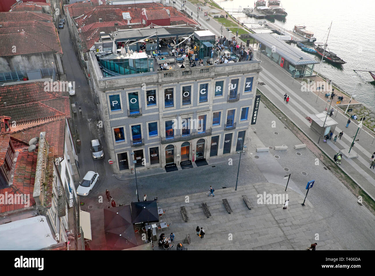 Aerial view of people on the Espaco Porto Cruz rooftop restaurant terrace Vila Nova de Gaia from the cable car in Porto Portugal Europe  KATHY DEWITT Stock Photo