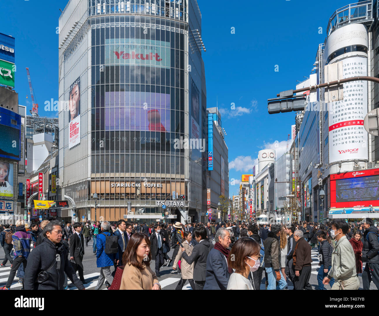 Shibuya Crossing, a scramble or diagonal pedestrian intersection in Hachiko Square, one of the busiest in the world, Shibuya, Tokyo, Japan - Stock Image