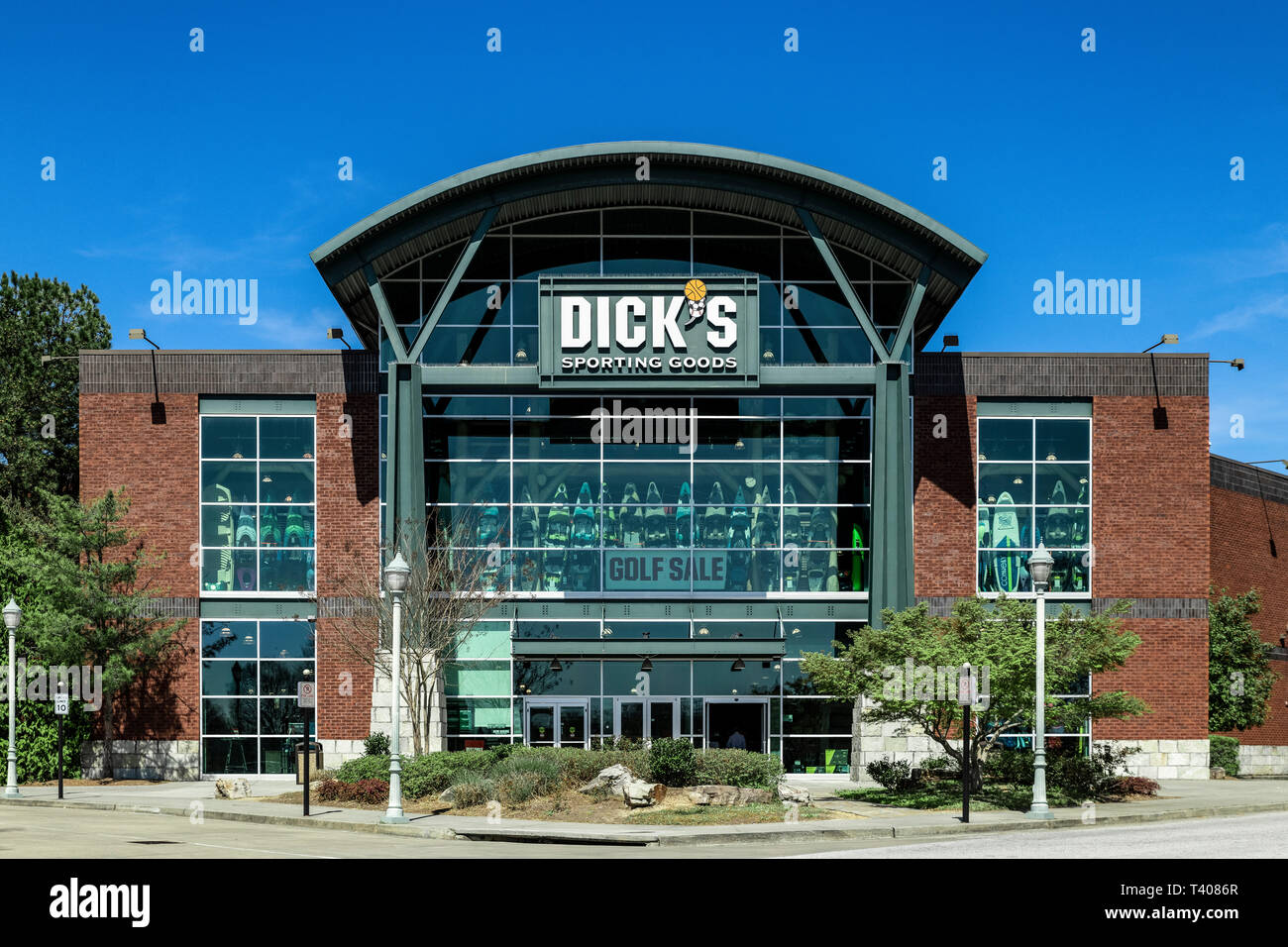 finest selection 46fe4 bd52c Dick's Sporting Goods Store Stock Photos & Dick's Sporting ...