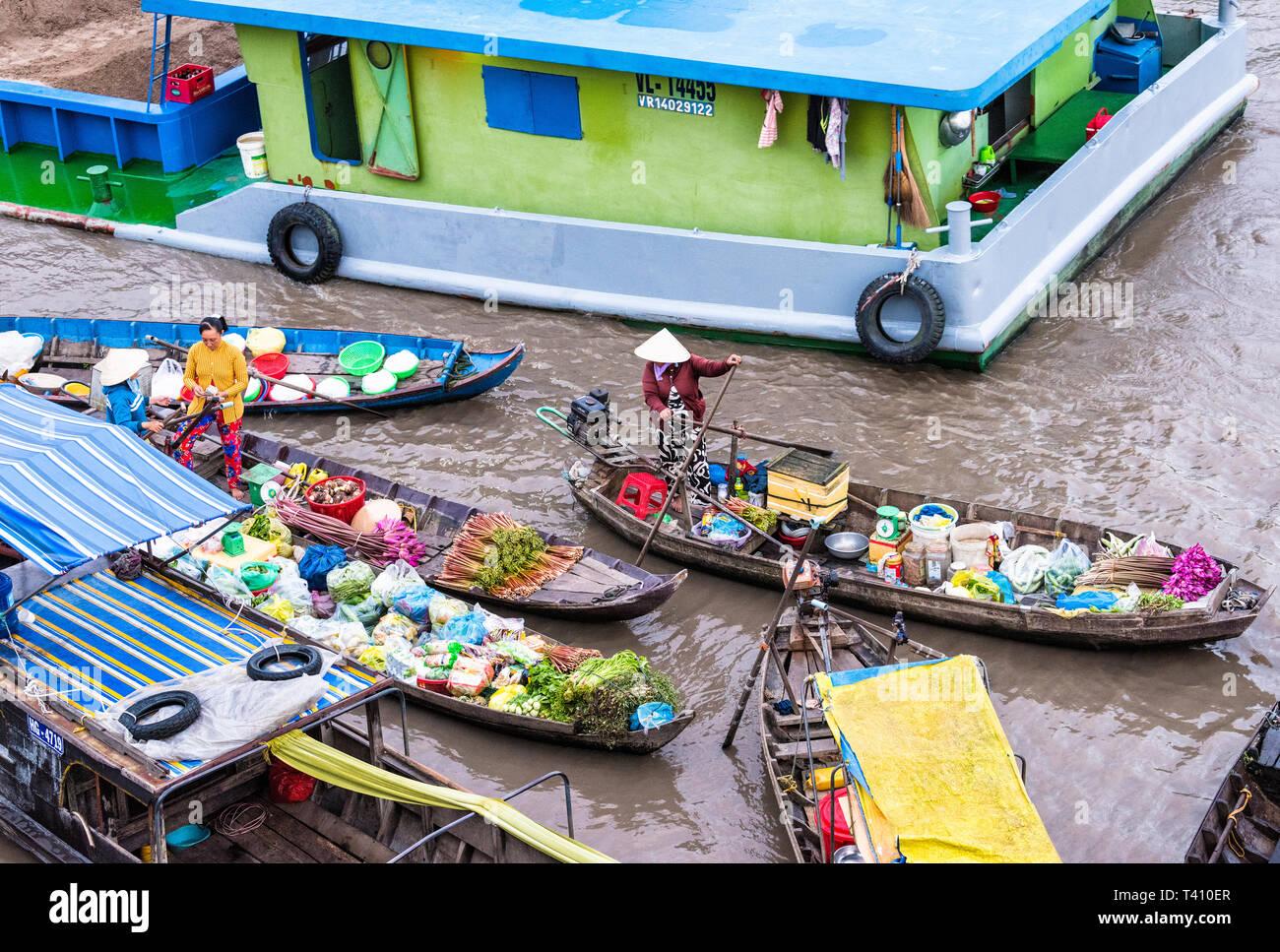 Early morning floating market in Mekong Delta, Vietnam - Stock Image
