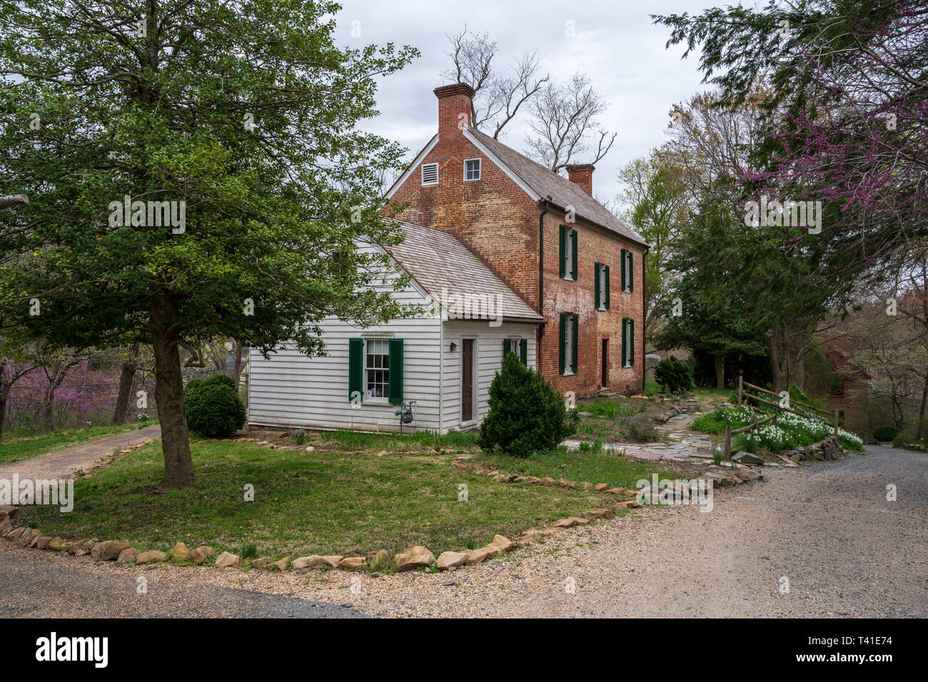 Historic red brick house on the grounds of Colvin Run Mill in Great Falls, VA, USA. - Stock Image