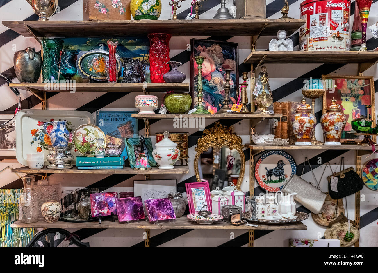 Antique collectibles on display in an antique store. - Stock Image