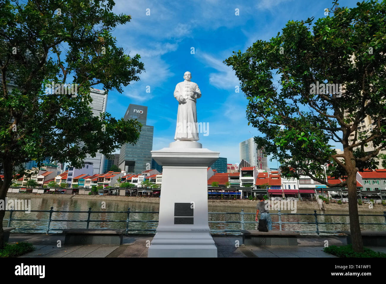 The statue of Tan Tock Seng, a former philanthropist and leader of the Chinese community of Singapore, at Boat Quay, Singapore, by the Singapore River - Stock Image