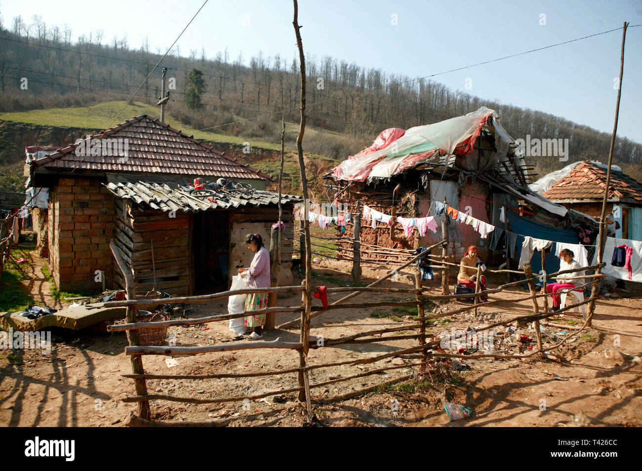 A Roma Gypsy community made up of 700-800 people in Jibou, Romania. 15/03/2007 - Stock Image