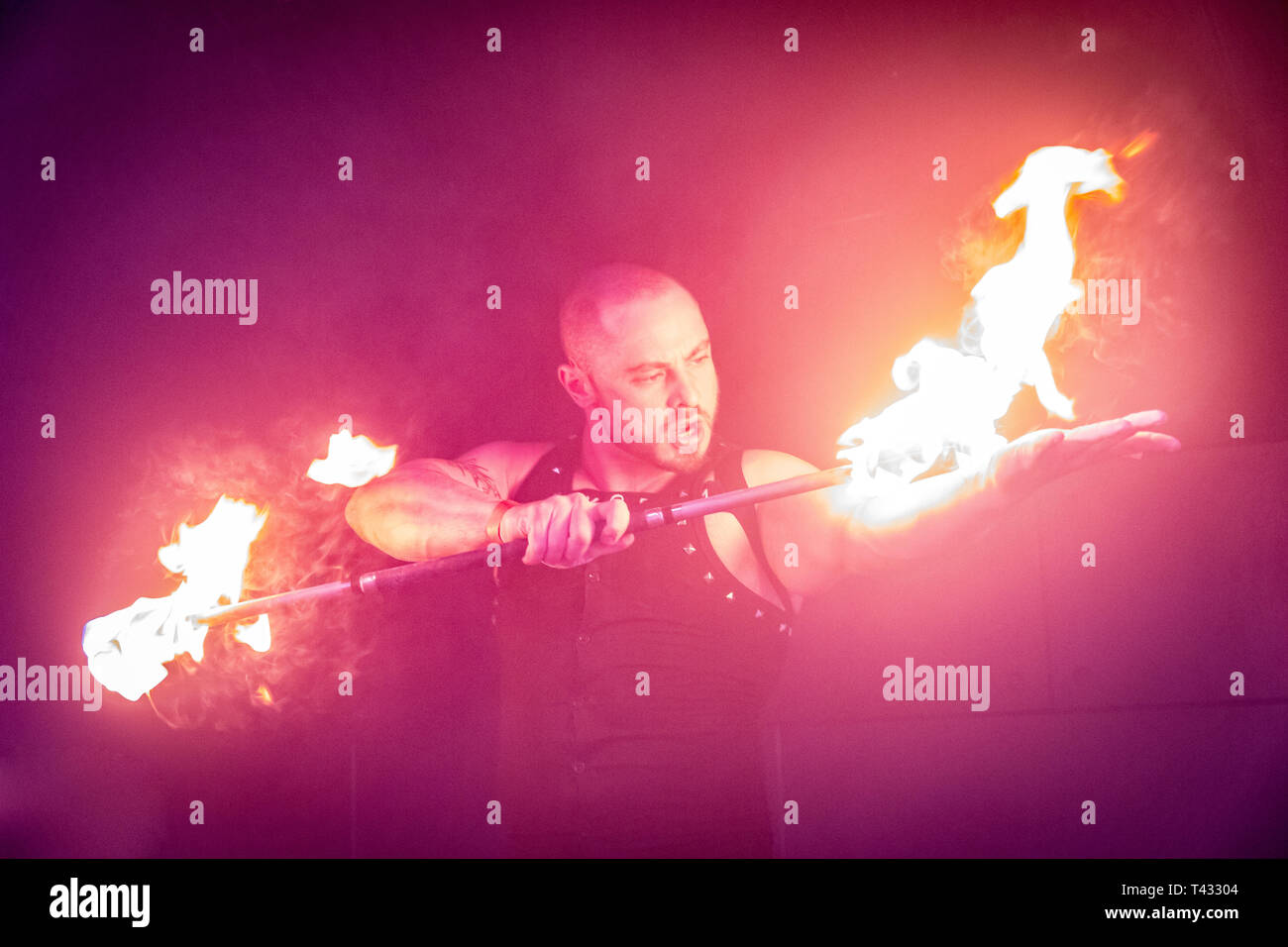Performer playing with fire - Stock Image