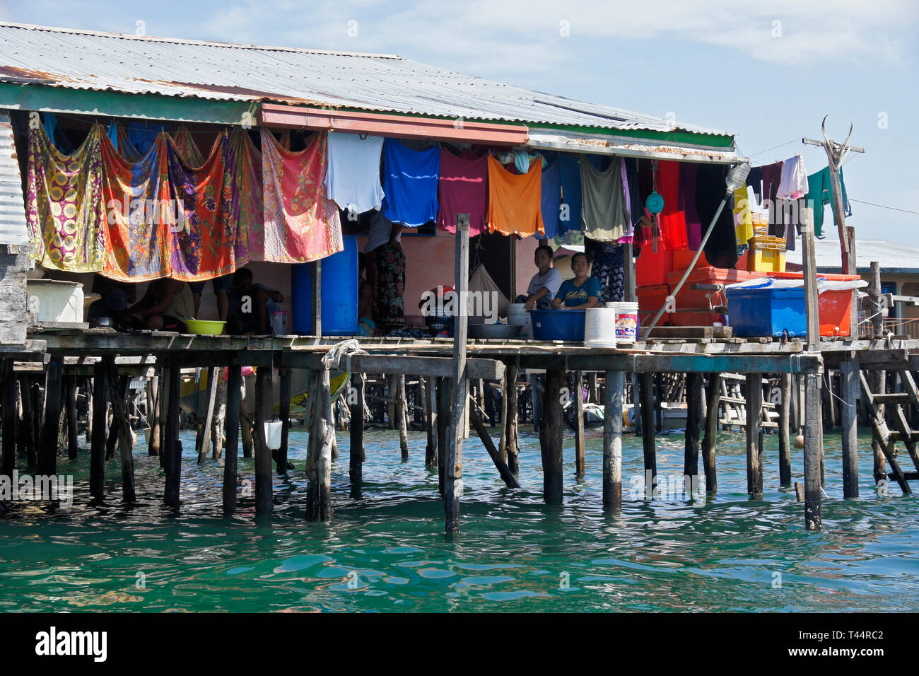 Dwellings built on stilts in South China Sea near Kota Kinabalu, Sabah (Borneo), Malaysia - Stock Image
