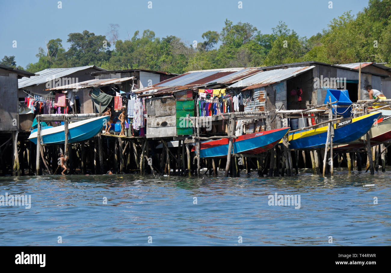 Dwellings built on stilts in South China Sea near Kota Kinabalu, Sabah (Borneo), Malaysia - Stock Image