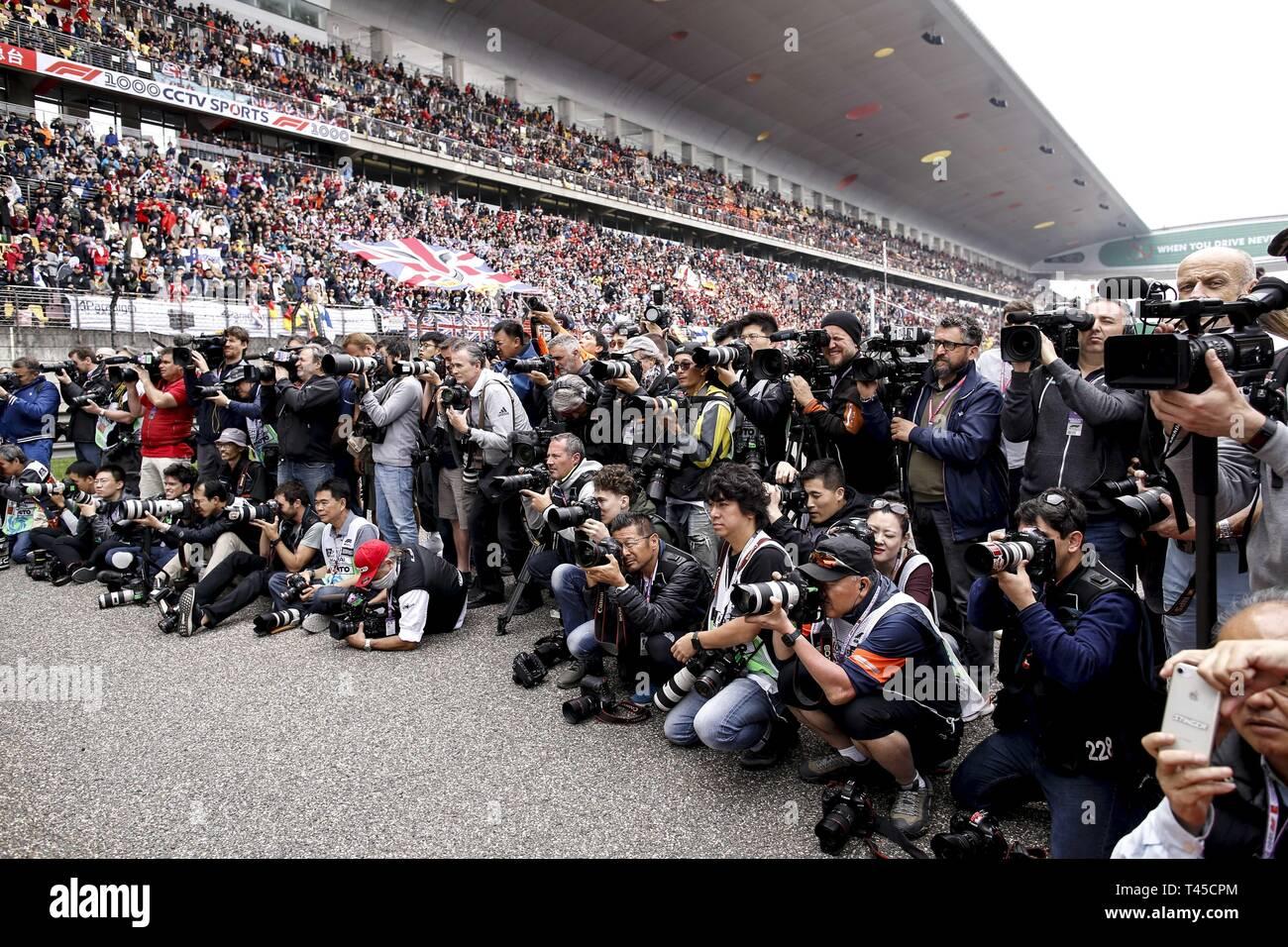 Shanghai, China. 14th Apr, 2019. Motorsports: FIA Formula One World Championship 2019, Grand Prix of China, photographer, Fotograf, media, Medien, press, Presse 14.04.2019. | usage worldwide Credit: dpa/Alamy Live News Stock Photo