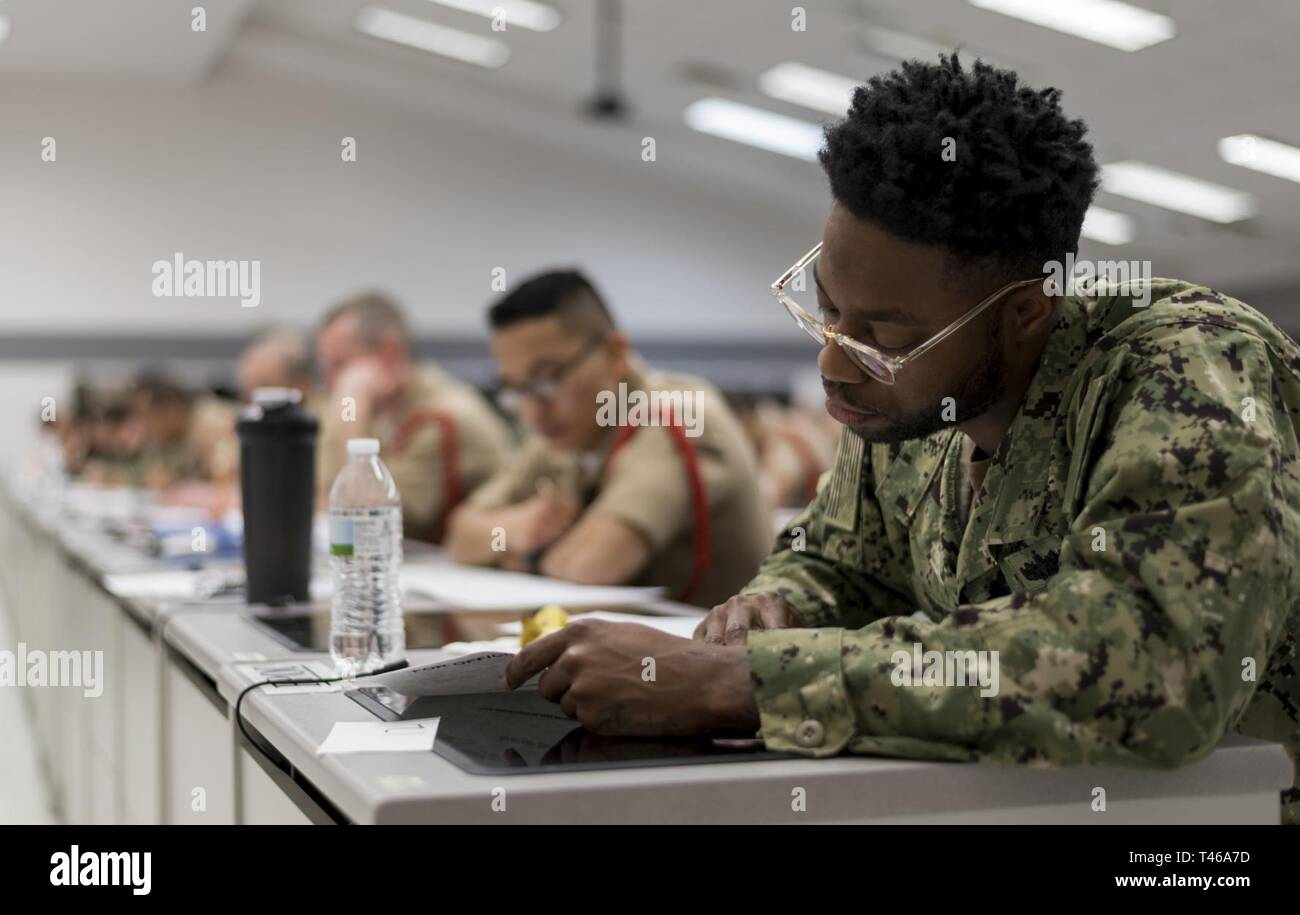 GREAT LAKES, Ill  (March 7, 2019) Second class petty officers from
