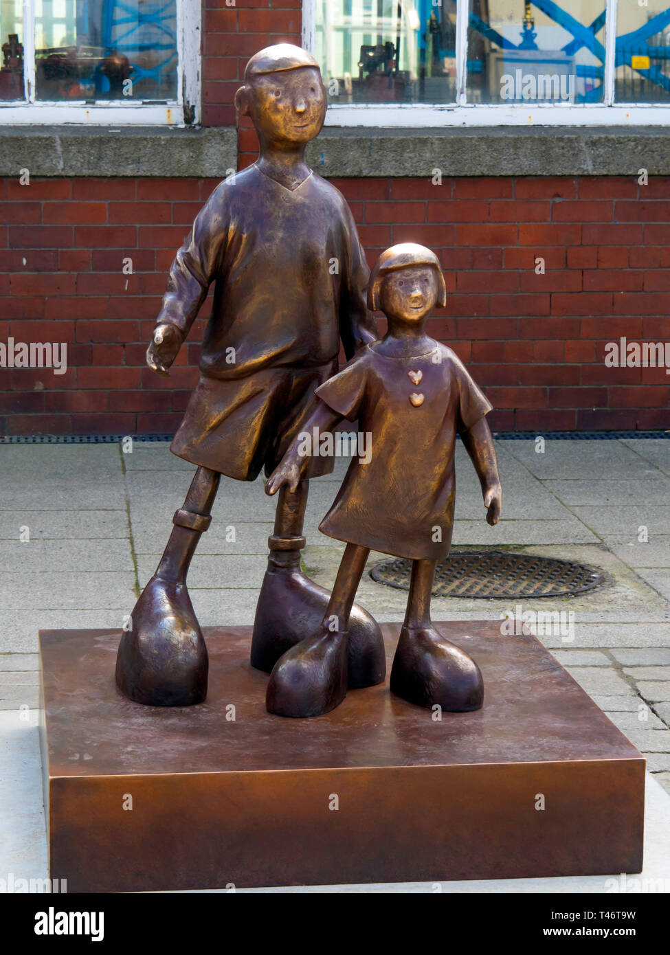 "Life size bronze sculpture of two children ""Waiting for me dad"" by local artist Mackenzie Thorpe at the Middlesbrough Transporter bridge Stock Photo"