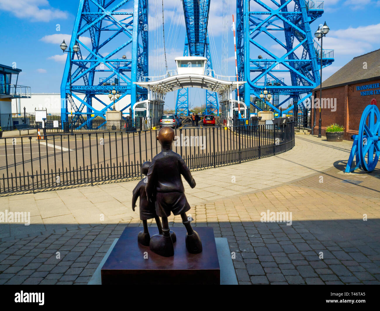 Life size bronze sculpture of two children 'Waiting for me dad' by local artist Mackenzie Thorpe at the Middlesbrough Transporter bridge - Stock Image