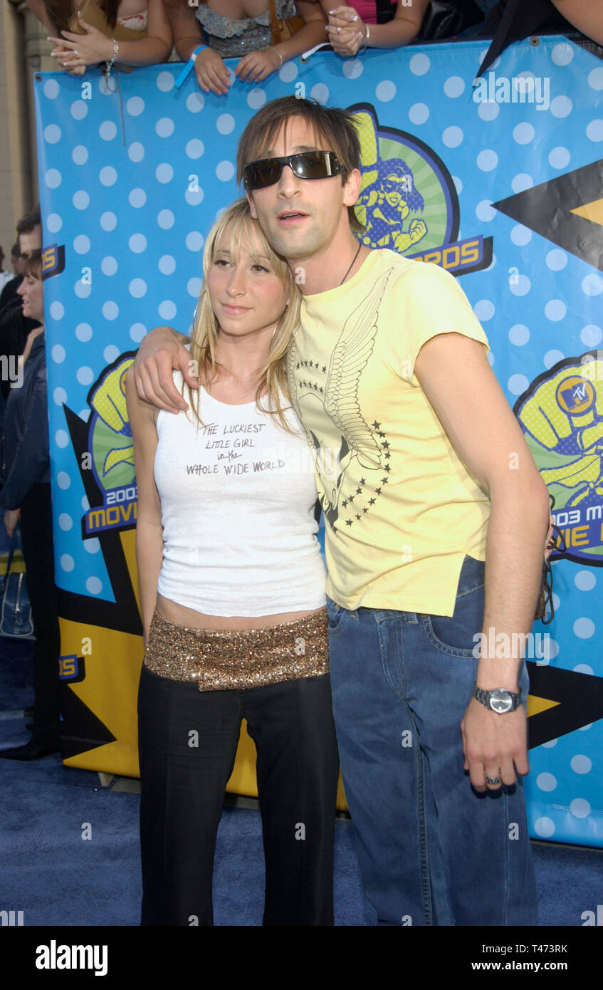 LOS ANGELES, CA. May 31, 2003: ADRIEN BRODY & date at the 2003 MTV Movie Awards in Los Angeles. - Stock Image