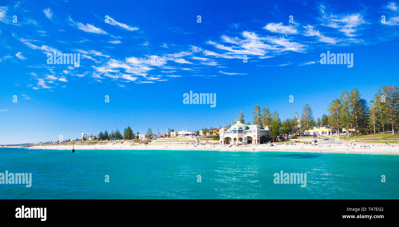 Cottesloe Beach, Perth, Australia. Cirrus clouds above Cottesloe Beach on a beautiful, hot, sunny day - Stock Image
